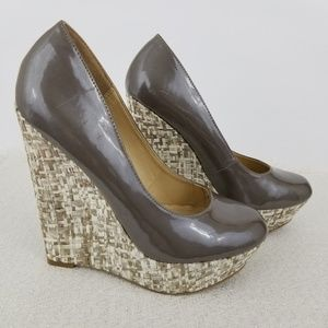 Steve Madden taupe and cream basket weave wedges